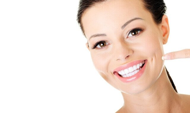 Sbiancare i denti tutti i metodi naturali fatti in casa economici e sicuri - Detersivi naturali fatti in casa ...