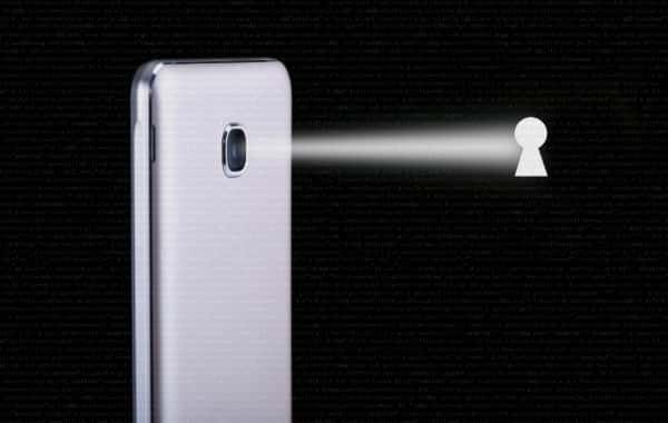 Spiati dallo smartphone Android a causa di un bug che contro