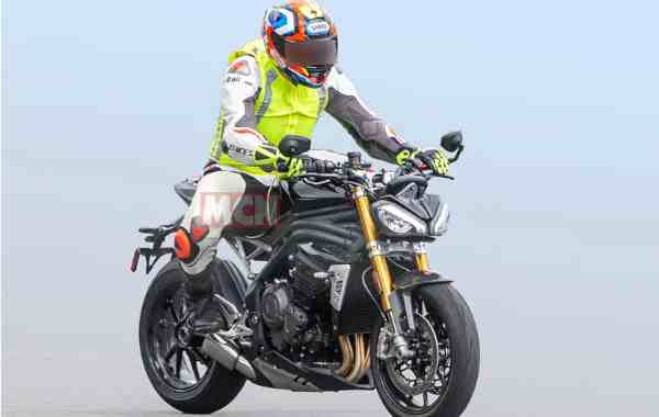 Triumph Speed Triple: nuova nuda con motore da 1200 cc